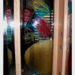 23 - anta in vetro di sicurezza incisa e dipinta con tecnica mista + porporina